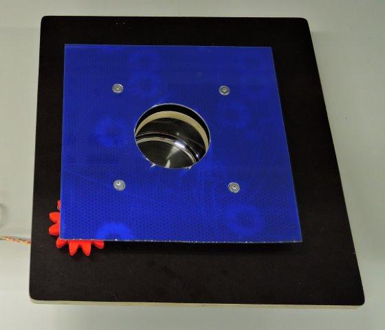 Messedemonstrator zum Rotieren schwerer Objekte. Entwicklung der InfinityLoop.