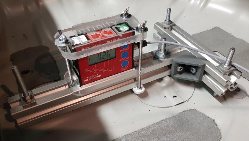 Neigungssensor mit Schnittstelle zur Rechnergestuetzten Messwerterfassung und Befestigungssystem.
